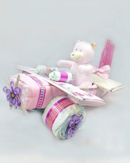 avion creado con pañales para regalo de recién nacido