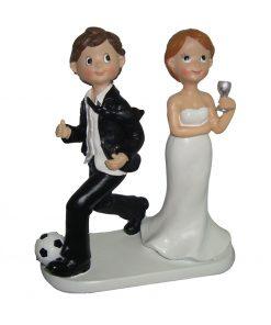 FIGURA PASTEL FUTBOLISTA. Esta podrá ser la pareja de novios que os represente en la boda.
