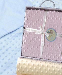 Manta bordada de tacto aterciopelado con topos,en caja,