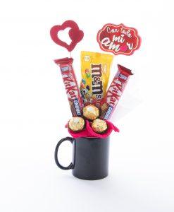 Cesta taza mágica con chocolates